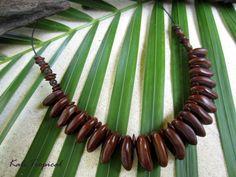 Collier en graines d'oreille à mulâtre : Collier par kali-tropical