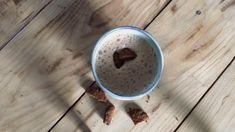 Speculaas latte, dit makkelijke recept voor een speculaas latte past perfect bij de tijd van het jaar. Dit is met recht een echte sint speculaas latte en dat past perfect nu Sinterklaas weer in het land is. Het recept vind je via de knop 'bezoeken' of op organichappiness.nl