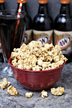 Root Beer Popcorn from cravingsofalunati.- This recipe is super easy to make and perfect for entertaining during the holidays or any time of the year. This a family favourite for movie night. (Cravings of a Lunatic) Gourmet Popcorn, Popcorn Snacks, Candy Popcorn, Flavored Popcorn, Popcorn Balls, Cooking Popcorn, Pop Popcorn, Beer Recipes, Snack Recipes