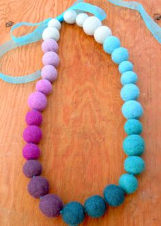25 Different Ways To Make Bracelets With String Felt Necklace, Beaded Necklace, Necklaces, Bracelets, Felt Diy, Felt Crafts, Magic Crafts, Felt Patterns, Felt Ball