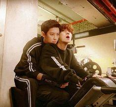 This is such a good edit I thought it was real smh. Chanbaek Fanart, Exo Chanbaek, Baekhyun Chanyeol, Park Chanyeol, Exo Ot12, Exo Couple, Couple Posing, Xiuchen, Exo Memes