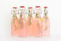 Recept roze limonade, by homemadeicetea Fruit Drinks, Party Drinks, Cocktail Drinks, Cold Drinks, Yummy Drinks, Healthy Drinks, Cocktails, Alcoholic Drinks, Pink Lemonade Recipes
