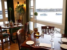 Pier 77  - Food and live music | Kennebunkport, Maine Vacation | New York - DailyCandy