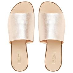 LENY Flat Mule Sandal ROSE GOLD (38.040 CLP) ❤ liked on Polyvore featuring shoes, sandals, flats, wide width sandals, wide shoes, slip on flat mules, rose gold flat sandals and flat slip on sandals