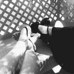 Alice ha condiviso la sua scimmia #scimmia su #monkifriends il #contest di @Monkifrog *** Io ho una fissa...ma fissa fissa!!! Le scarpeeeee...mi piacciono di tutti i colori ma devono avere un bel tacco alto e meglio se posso andarle a comprare con le amiche! #sharemonki ***