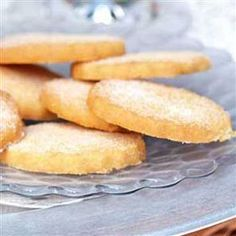 Gordon Ramsey's Vanilla shortbread- perfect to fill the biscuit tin at christmas - meget enkelt Shortbread Recipes, Shortbread Cookies, Cookie Recipes, Ramsay Chef, Chef Gordon Ramsay, Bakery Recipes, Chef Recipes, Sweet Recipes, Yummy Recipes