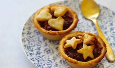 This healthy christmas fruit mince pie recipe is all kinds of yum! And even better because no gluten, no refined sugar, no grains and only good stuff! Healthy Christmas Recipes, Healthy Cookie Recipes, Healthy Deserts, Healthy Treats, Paleo Recipes, Holiday Recipes, Paleo Fruit, Paleo Sweets, Fruit Mince Pies
