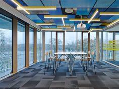 Die Steh-, Arbeits- und Besprechungstische der Design Thinking Line im SAP Innovation Center in Potsdam.