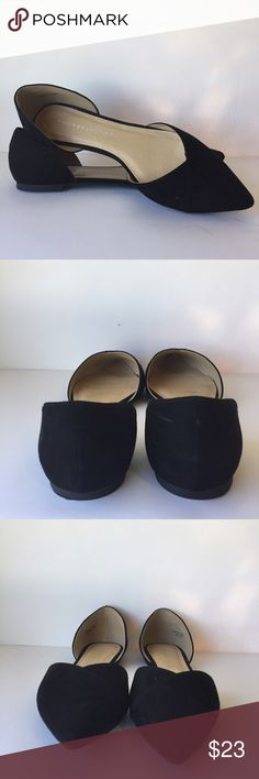 """Chinese Laundry Pointy Toed Flats Chinese laundry point toe cut out black flats in EUC condition (minor scratch) Approximate measurements: length 11.5"""" widest point of sole 3.5"""" Chinese Laundry Shoes Flats & Loafers"""