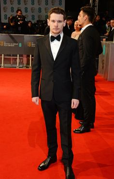 Pin for Later: Die Stars feiern bei den BAFTA Awards in London Jack O'Connell