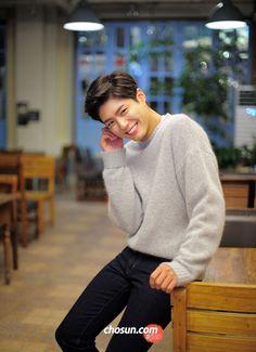Benim Lee Young'ım♡♡ in the moonlight♡♡ Korean Star, Korean Men, Asian Men, Park Bo Gum Cute, Korean Celebrities, Celebs, Park Bo Gum Wallpaper, Park Bogum, Lee Hyun Woo