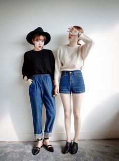 high waisted denim and puffy tops Fashion Mode, Grunge Fashion, Asian Fashion, Look Fashion, 90s Fashion, Girl Fashion, Womens Fashion, Ulzzang Fashion, Fashion Killa