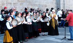 Pandereteiras del grupo folclorico Os Lemavos