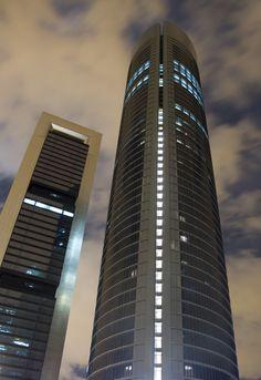 Torre PwC, antes llamada Torre Sacyr Vallehermoso, es el tercer rascacielos más alto de Madrid y de España, así como el quinto de la Unión Europea. Tiene una altura de 236 metros, 52 plantas; su construcción comenzó en 2004 y acabó el 12 de abril de 2008.