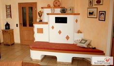 Traditioneller Kachelofen mit Ofenbank. #Speicherofen #Kachelofen #Fireplace www.ofenkunst.de