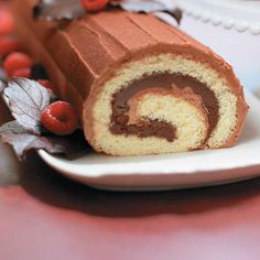 Bûche de Noël au chocolat | Ricardo Christmas Log, Christmas Baking, Cupcake Frosting, Cupcakes, Ricardo Recipe, Muffin Bread, Yule Log, No Bake Cake, Cake Decorating