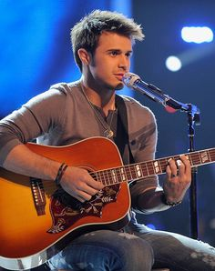 Kris Allen performing on American Idol tonight? My night has been made! Such a hunk with a gorgeous voice. I've missed him!