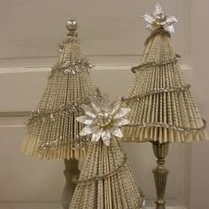 Make Trees from old Books by JoyWorks, featured @totgreencrafts