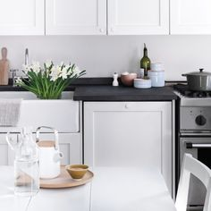 Spring Cleaning 360°: The Kitchen Doing dishes, wiping spills, and sweeping crumbs –– this busy space needs daily attention, as well as routine maintenance.
