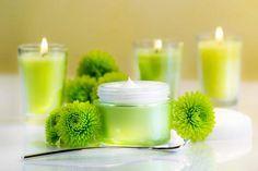 70 Rezepte zum Lippenpflege selber machen, wie z.B. Rezepte für Honig und Propolis Lippenbalsam, rosa Lipgloss, Lippenpflege für trockene, rissige und spröde Lippen ... www.ihr-wellness-magazin.de