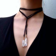 柔らかめのディアスキンレザー(鹿革)を使用したロープ型ネックレス。...