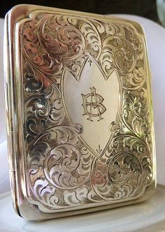 ca 1926 Edwardian Art Nouveau Sterling Silver Cigarette Case -- Solid sterling silver vintage cheroot or card case from the English firm of Joseph Gloster, LTD. It is completely beautifully engraved with Edwardian scrolls and flourishes, front and back. Art Nouveau, Vintage Antiques, Vintage Items, Vintage Jewelry, Vintage Silver, Antique Silver, Objet D'art, Krystal, Vases
