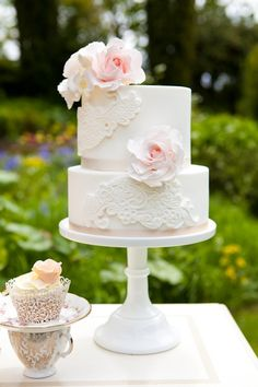 I would love this if the white frosting was a more ivory or 'champagne' color.