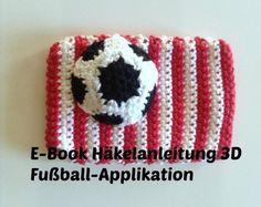 Wer Fußball mag, wird die Applikation lieben. Fang gleich an mit der gratis Anleitung. Wer die Applikation mit Füllwatte stopft, hat einen 3D Effekt.