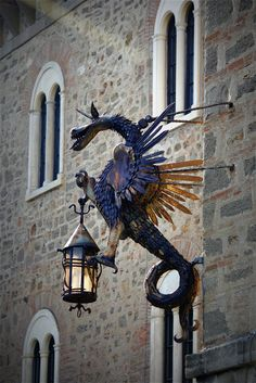 What does it mean when another little dragon roosts upon a street lamp? What is the warning a pair of roosting dragons are trying to convey? Fantasy Creatures, Mythical Creatures, Muebles Estilo Art Nouveau, Dragons, Art Du Monde, Street Lamp, Dragon Art, Metal Art, Chandeliers