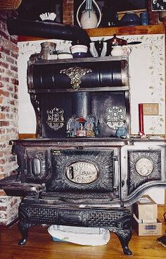 Make and model unknown. Wood Stove Cooking, Kitchen Stove, Antique Wood Stove, How To Antique Wood, Retro Stove, Coal Stove, Cast Iron Stove, Vintage Stoves, Vintage Appliances
