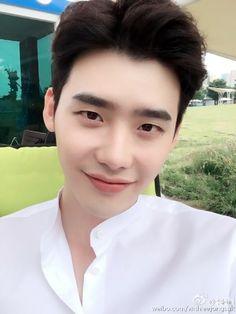 "2016.06.03 Lee Jong Suk Weibo Update Really very super hot…. Hahahahaha ""매우 무척 많이 덥다….하하하하하 "" "" You around insane… """