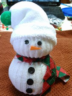 Cute & Cozy Sock Snowman Craft - Daily DIY Life ( dailydiylife.com)