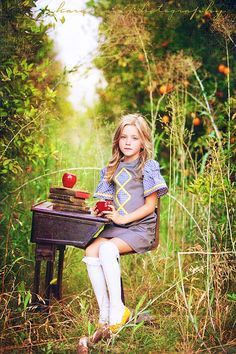Oh, how stunning is this picture?  Seek out an orchard for a back to school inspired styled shoot! #photography #styled #kids #tips