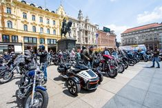 Motori Harley Davidson u dugoj koloni stigli na Trg bana Josipa Jelačića Can Am Spyder, Harley Davidson, Motorcycle, Motorcycles, Motorbikes, Choppers