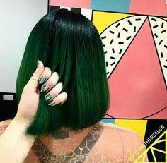 31 New ideas hair goals color haircolor Dark Green Hair, Blue Hair, Ombre Green, Short Green Hair, Short Dyed Hair, Blue Green, Hair Goals Color, Hair Color, Dye My Hair