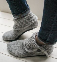 Button Boots Knitting pattern by Bekah Knits Style these slipper boots three different ways … fully buttoned, folded over, or buttoned down. Keep your feet comfy and classy through fall Knitted Slippers, Crochet Slippers, Knit Slippers Free Pattern, Knit Sock Pattern, Crochet Slipper Boots, Knit Boots, Shoe Pattern, Crochet Patterns For Beginners, Knitting Patterns