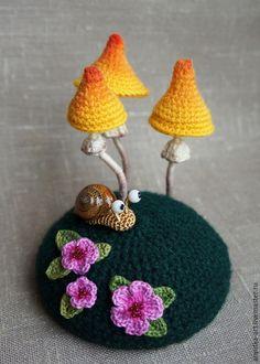 """Купить Игольница """"Лесная сказка"""" - игольница, игольница вязаная, игольница с грибами, грибы вязаные"""