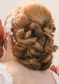 #Brautfrisur mit #Haarschmuck made by #LaDolceVita
