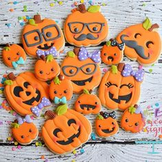 Pumpkin cookies. Cookie cutters will be available at my shoppe @10:00PM. Get 10% off Tonight after 10:00 pm and tomorrow with coupon code LABORDAY #thesweetdesignsshoppe #candycookies #decoratedcookies #halloweencookies #halloween2016