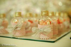 Lembrancinha de casamento: garrafinha com balas em forma de coração. Foto: Fabricia Soares.
