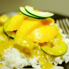 cool Curry Main Dishes: Spicy Indian Chicken and Mango Curry Mango Chicken Curry, Mango Curry, Thai Mango, Indian Food Recipes, Asian Recipes, Ethnic Recipes, Indian Chicken, Aloo Gobi, Thing 1