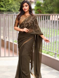 The Most Epic Designer Sarees That Are Trending Right Now! Designer Sarees Collection, Latest Designer Sarees, Indian Designer Outfits, Saree Collection, Trendy Sarees, Stylish Sarees, Fancy Sarees, Saree Blouse Neck Designs, Saree Blouse Patterns