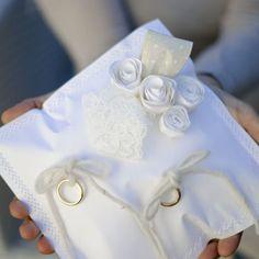 Come fare un cuscino portafedi con rose di carta