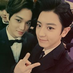 EXO~Kai & Chanyeol and Baekhyun photo bombing :D Kai Exo, Chanyeol Baekhyun, Park Chanyeol, Chanbaek, 2ne1, K Pop, Got7, Kim Jong Dae, Exo Couple