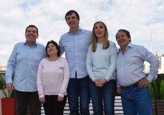 """""""Cambiemos ya tiene su lista preparada y los candidatos se mostraron juntos en una foto""""   Plano Entero Conjunto - Contrapicado"""