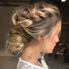 loose updos | pretty messy wedding updo hairstyle,updo hairstyle,messy wedding hairstyles for long hair #weddinghairstyles