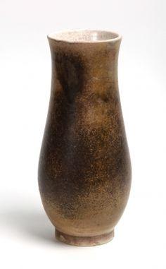 35018375. LLORENS ARTIGAS, Josep (Barcelona, 1892 – 1980). Jarrón, París, 1931. Cerámica vidriada. Firmado, fechado y localizado en la base. Medidas: 29 cm de altura.