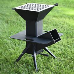 Grillen Watchman Outdoor-Kocher, A Child Carrier For Bikes Puts Safety Up Outdoor Cooking Stove, Outdoor Stove, Cooking Grill, Cooking Games, Cooking Turkey, Outdoor Kocher, Rocket Stove Design, Diy Rocket Stove, High Heat Paint