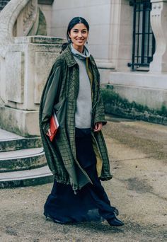 March 2, 2014  Tags Chloé, Turtlenecks, Oversized, Clutches, Layering, Sweaters, Caroline Issa, FW14 Women's, Green, Skirts, Paris, Coats, Women