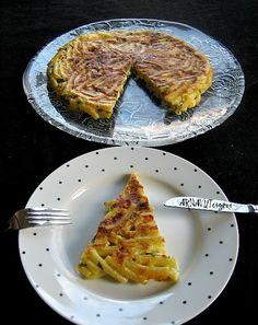 Uzunca bir aradan sonra herkese 'merhaba'. Tavada makarna böreği tarifimiz var bugün. Bu tarifi daha önce yufka ile denemistim 'harik...